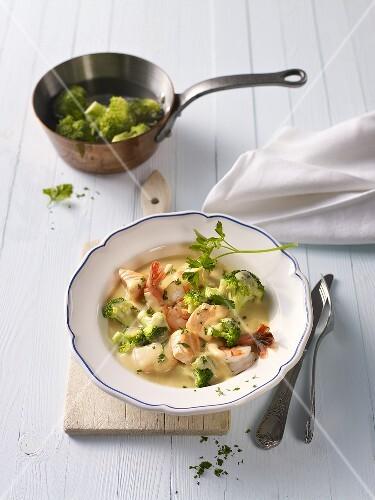 Salmon and prawn stew with broccoli