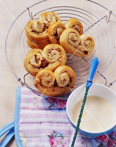 Puff pastry swirls with muesli flakes