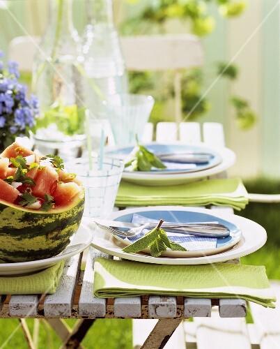 Gedeckter Tisch Im Garten