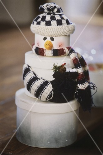 Schneemann aus Geschenke-Dosen
