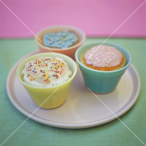 Cupcakes with pastel-coloured icing