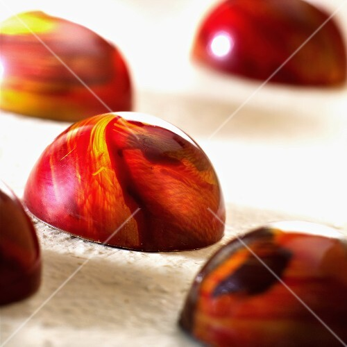 Hemispherical marbled sweets