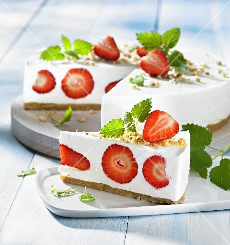 Cream cheese tart with strawberries