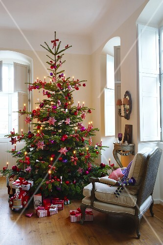 A decorated Christmas tree and presents in a living room