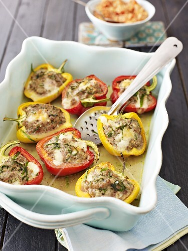 Peppers stuffed with mozzarella, minced meat and chives