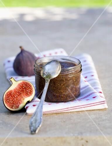 Fig chutney with poppy seeds