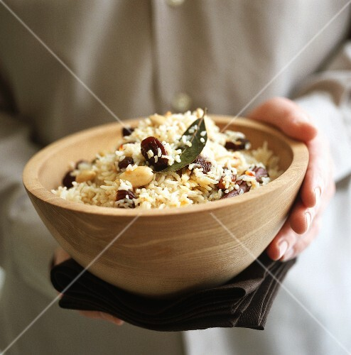 Persian rice with almonds, cinnamon and bay leaves