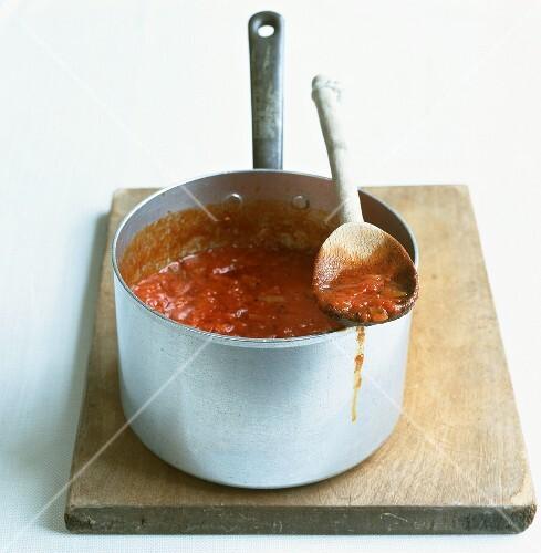 Salsa al pomodoro (tomato sauce, Italy)