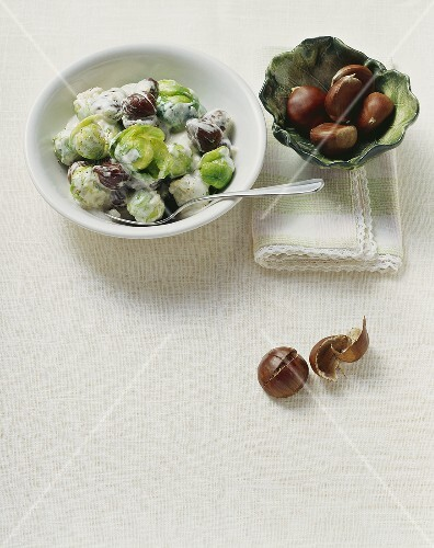 Cavolini di bruxelles con castagne (Brussels sprouts with chestnuts)