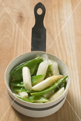 A portion of asparagus and mangetout