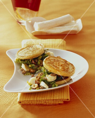 Pickerts (potato pancakes) with spinach, nuts & goat's cheese