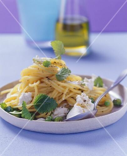 Lemon spaghetti with ricotta and peas