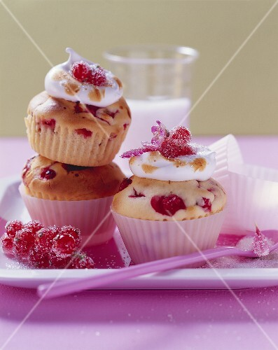 Redcurrant muffins with meringue topping in paper cases