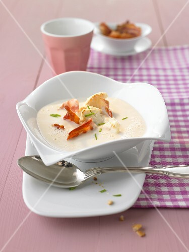 Cream of cauliflower soup with bacon
