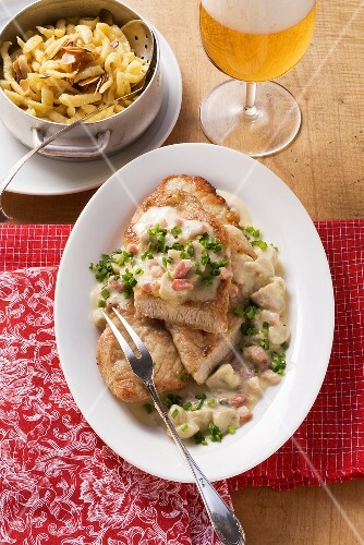Escalope chassuer with Spätzle (soft egg noodles from Swabia)