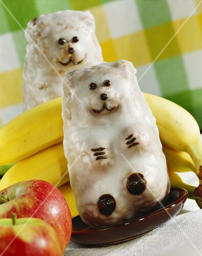 Banana and apple cake bears with coconut icing