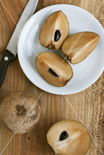 Sapodillas, sliced