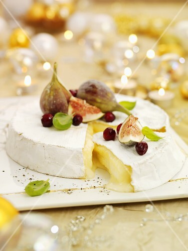 Brie with figs and cranberries for Christmas dinner