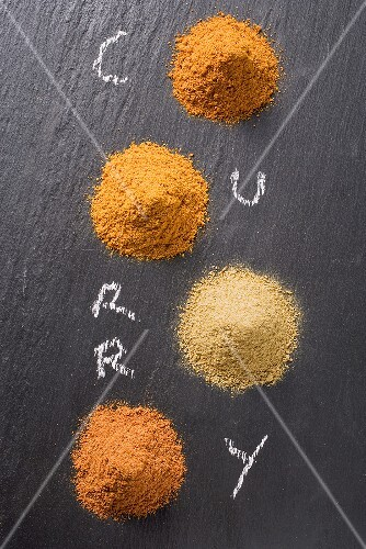 Various types of curry powder