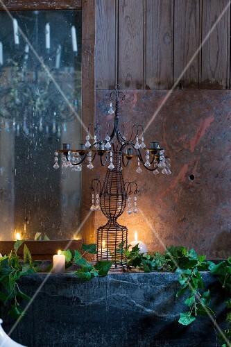 Tischdeko Mit Kerzenleuchter Und Efeu Bilder Kaufen 367836