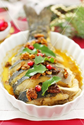 Baked carp with nuts and honey sauce (Christmas)