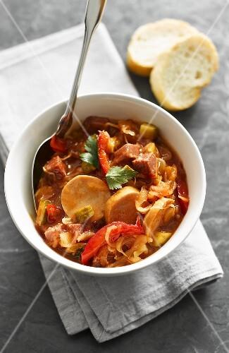 Borschtsch (Rote-Bete-Suppe mit Fleisch, Russland)