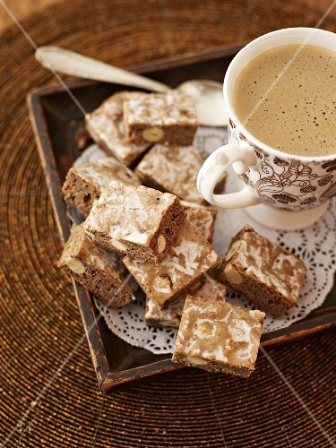 Berliner Brot (Berlin bread, spiced bar cookies) with hot chocolate