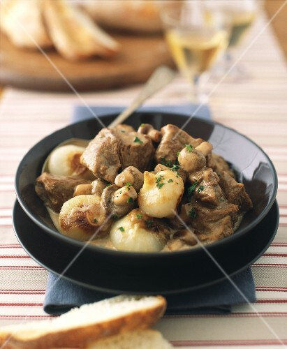 Blanquette of veal with onions and mushrooms
