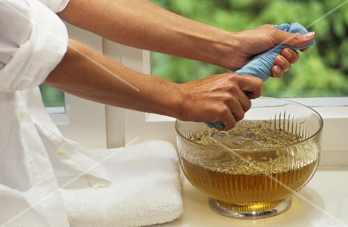 Preparing a stomach wrap with chamomile tea