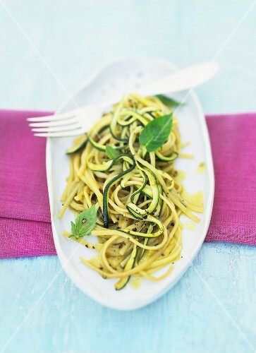 Linguine with courgettes