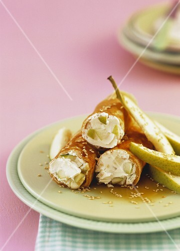 Spelt pancakes with a pear and cream cheese filling