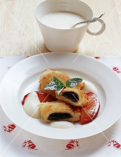 Powidltascherl (stewed plum pastries) on beer foam