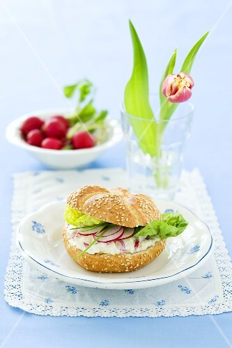 Radishes and quark on a sesame seed roll