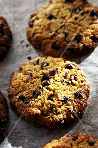 Chocolate chip cookies (close-up)