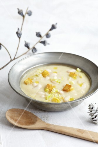 White bean soup with croutons