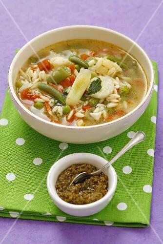 Minestrone al pesto (vegetable soup with pasta and pesto, Italy)