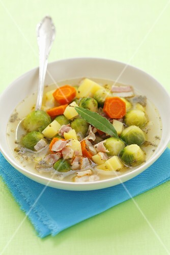 Brussel sprouts soup with bacon