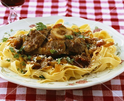 Ossobucco all'americana (Braised veal shank on pasta)