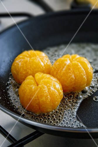 Glazing clementines in sugar syrup