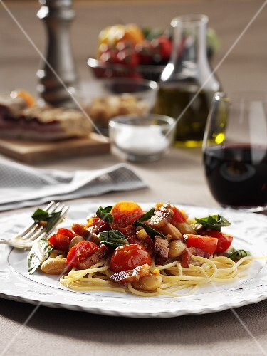 Linguine with pancetta and vegetables