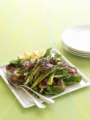 Grilled chicken with green asparagus