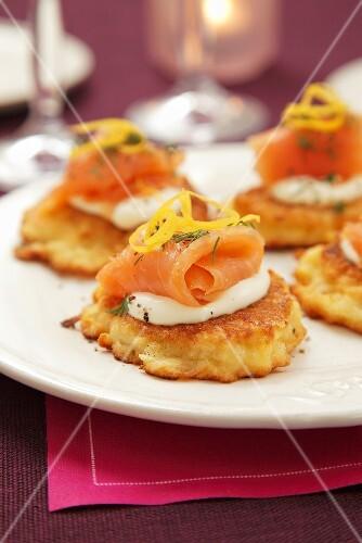 Potato cakes with sour cream and smoked salmon