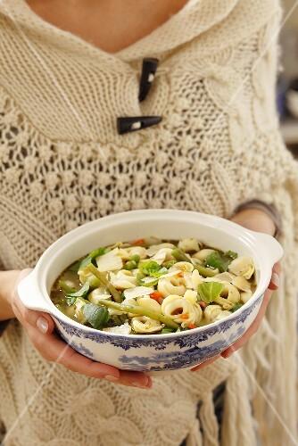 Minestrone ai tortellini (vegetable soup with tortellini)