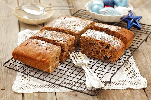 Honey cake with raisins