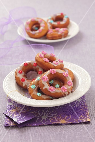 Doughnuts with icing sugar and sugar flowers