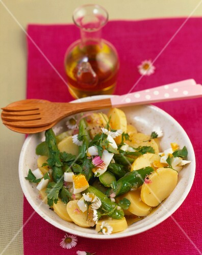 Potato salad with green asparagus, eggs and daisies