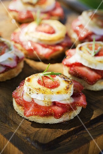 Strawberries, goat's cheese and honey on toast