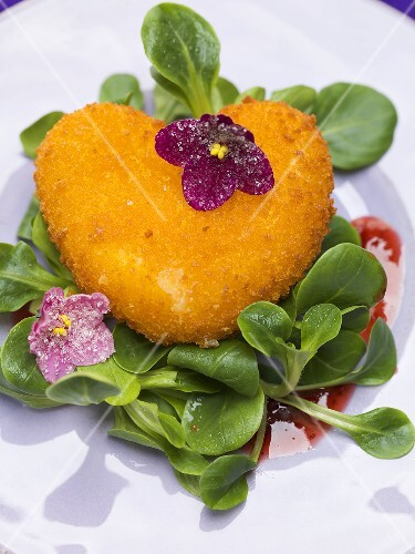 Deep-fried Camembert heart with corn salad and violets