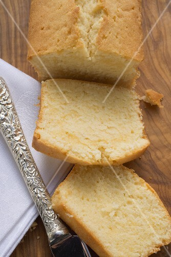 Loaf cake, partly sliced
