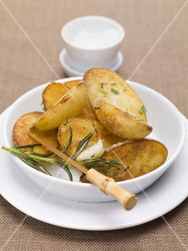 Roasted potatoes with rosemary and garlic